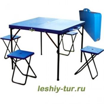Набор мебели (стол и четыре табурета)