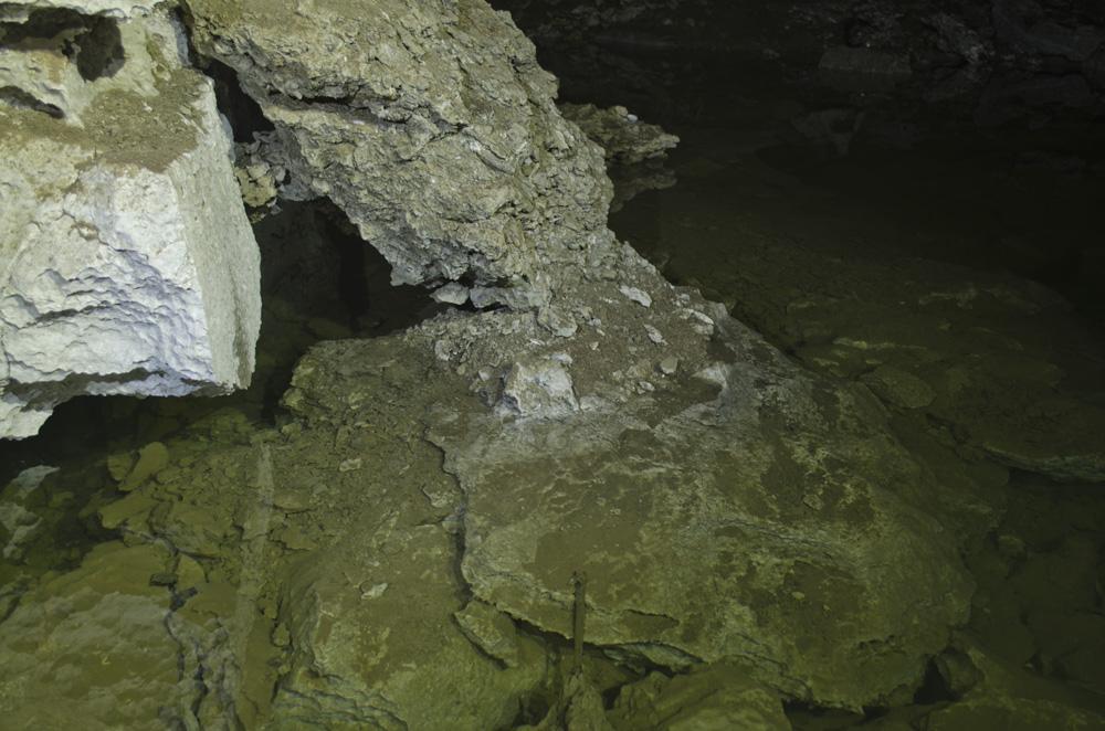 Озеро в Бабиногорской пещере