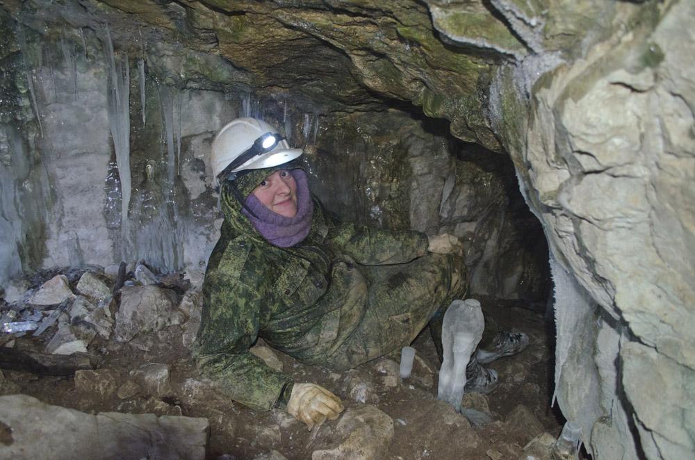 """Заледеневший вход в пещеру """"Геологов-1"""""""