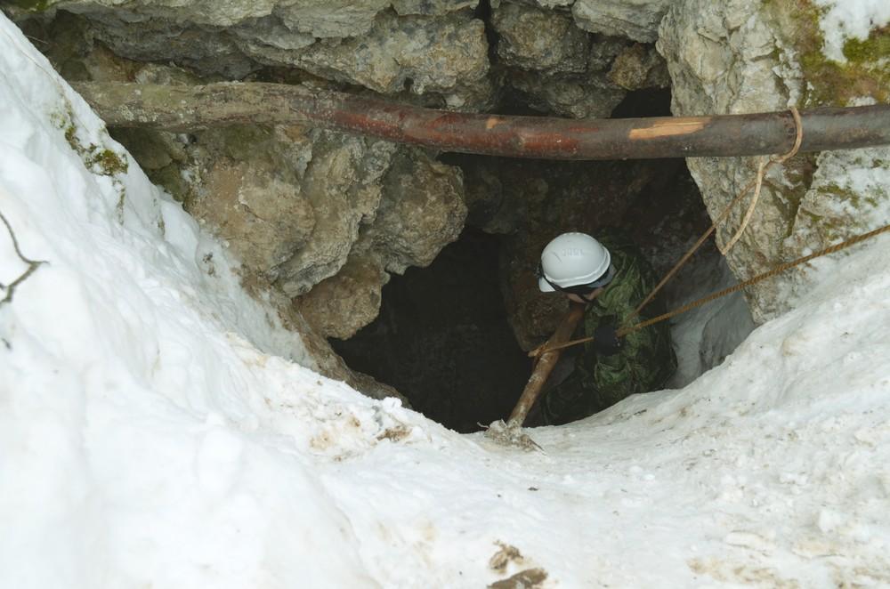 Основной вход в Мечкинскую Пещеру